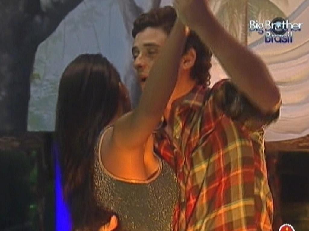Fael e Kelly dançam juntos no quarto Selva (25/3/12)