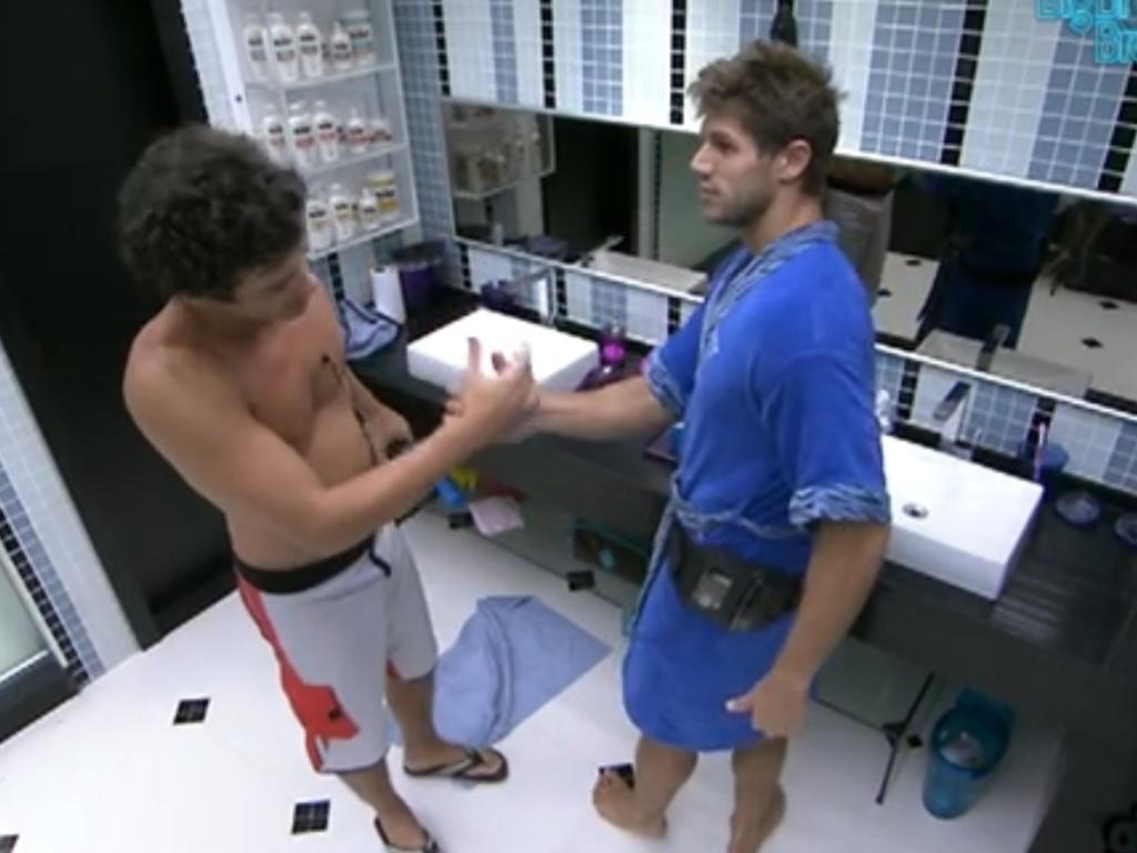 Jonas quer Fael por perto no que pode ser seu último dia dentro do confinamento (25/3/12)