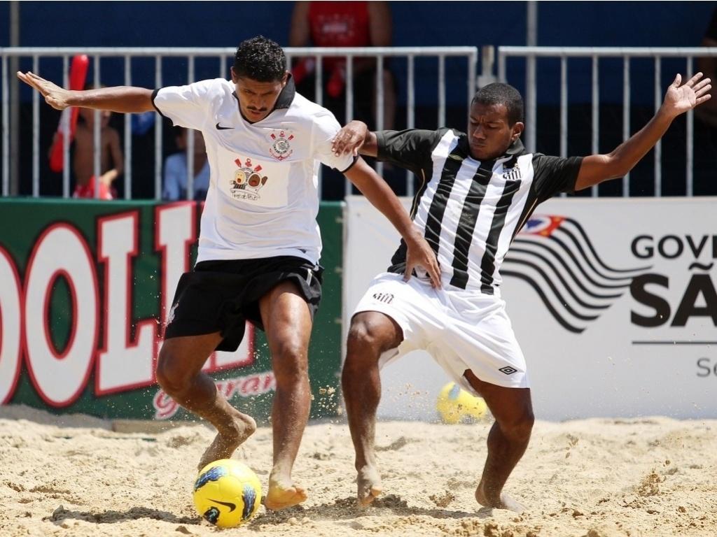 O Corinthians venceu o Santos por 4 a 1 na final do Campeonato Brasileiro de beach soccer