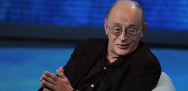 """O escritor italiano Antonio Tabucchi no programa da televisão italiana """"Che Tempo Che Fa"""", em Milão, na Itália (10/10/2009) - Getty Images"""