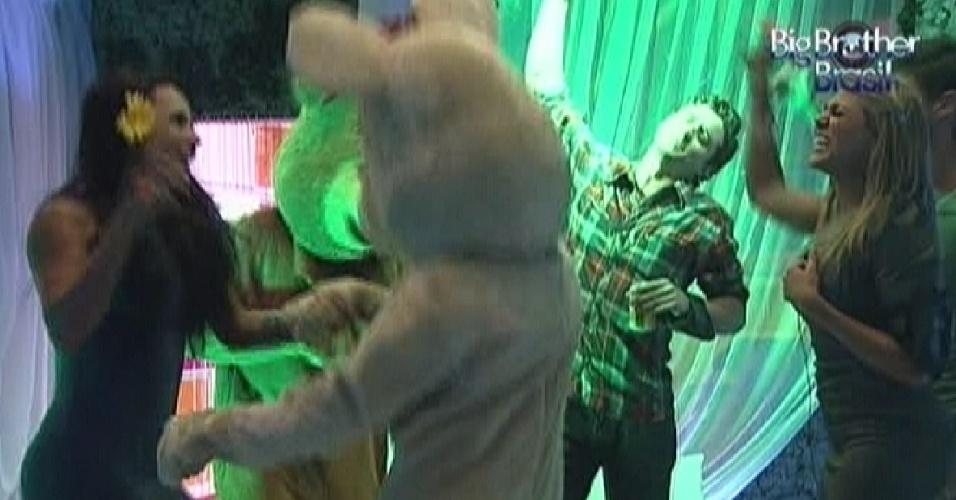 Ursos chegam para animar a festa com os brothers (25/3/12)