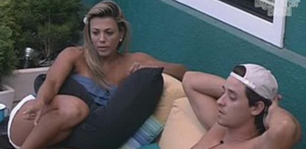 Fabiana leva bronca de Fael após dizer que o mundo está contra ela (26/3/12)