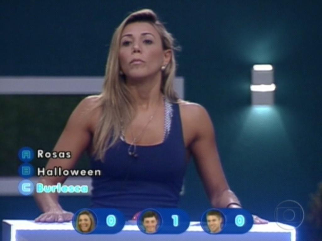 Fabiana responde a pergunta sobre qual festa teve duas DJ's mulheres (26/3/12)