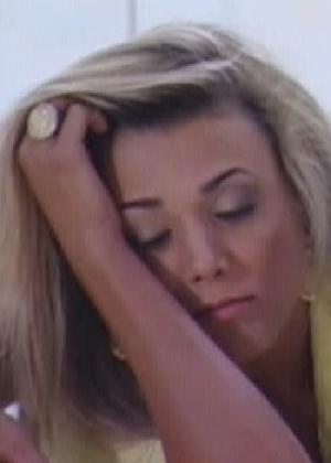 Fabiana se entristece com a saída de Kelly e Fael consola a sister (26/3/12)
