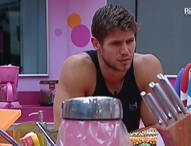 Jonas conversa com Fael na cozinha (26/3/12)
