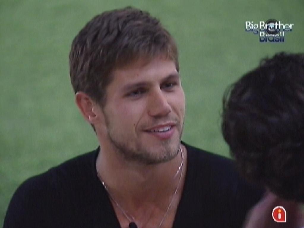 Jonas diz para a Fabiana que ela fez a escolha errada ao indicá-lo para o paredão (26/3/12)