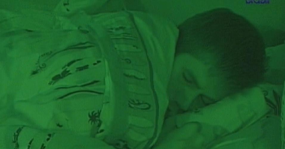 Jonas dorme no quarto Praia após voltar de paredão (26/3/12)