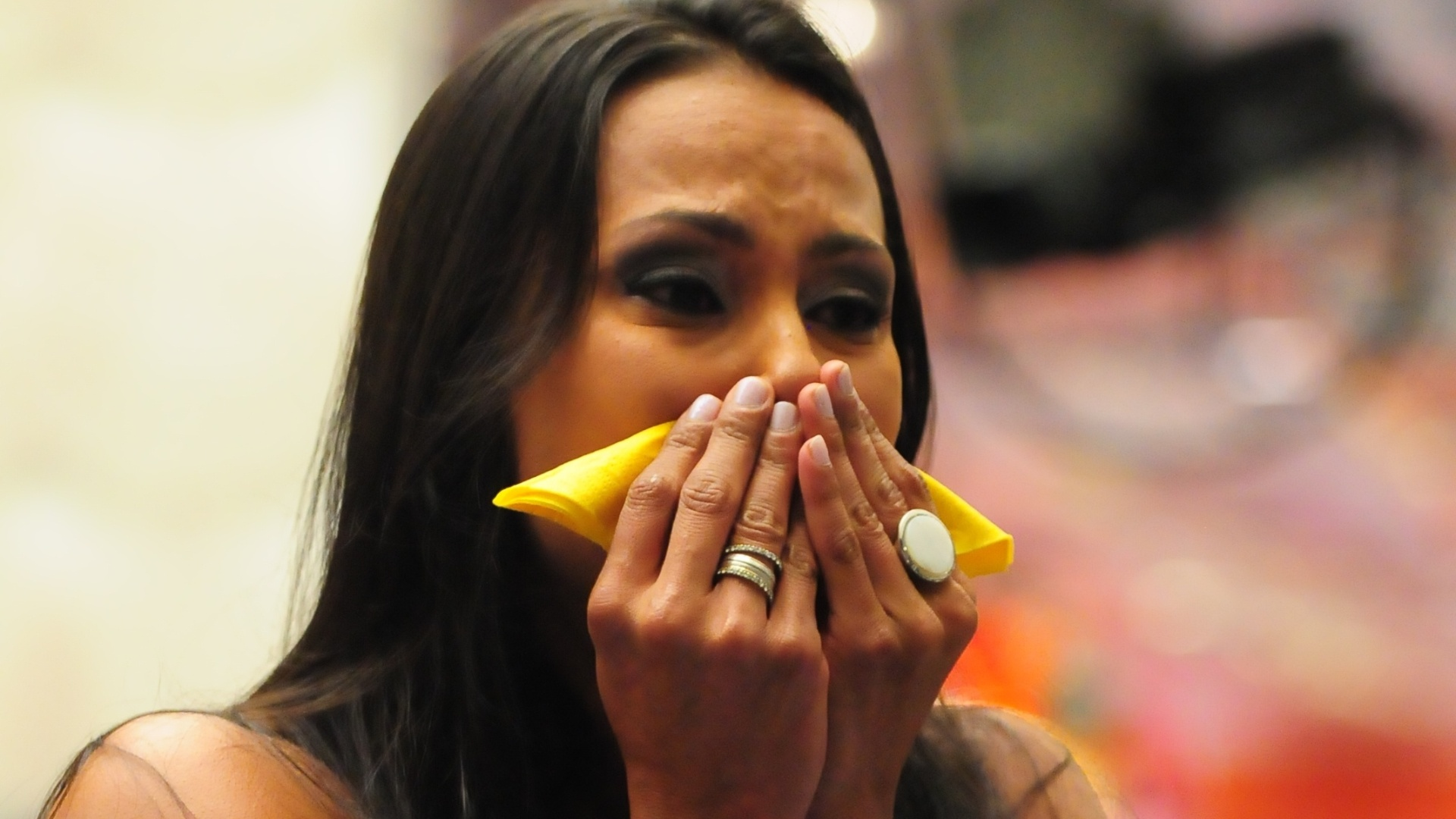 Kelly chora ao ver a família na televisão (25/3/12)