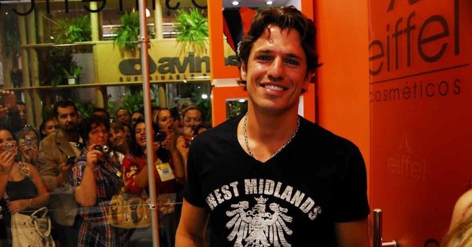 O ex-BBB João Maurício prestigia a Hair Brasil 2012, feira de beleza e cabelos que acontece na Expo Center Norte em São Paulo (26/3/2012)
