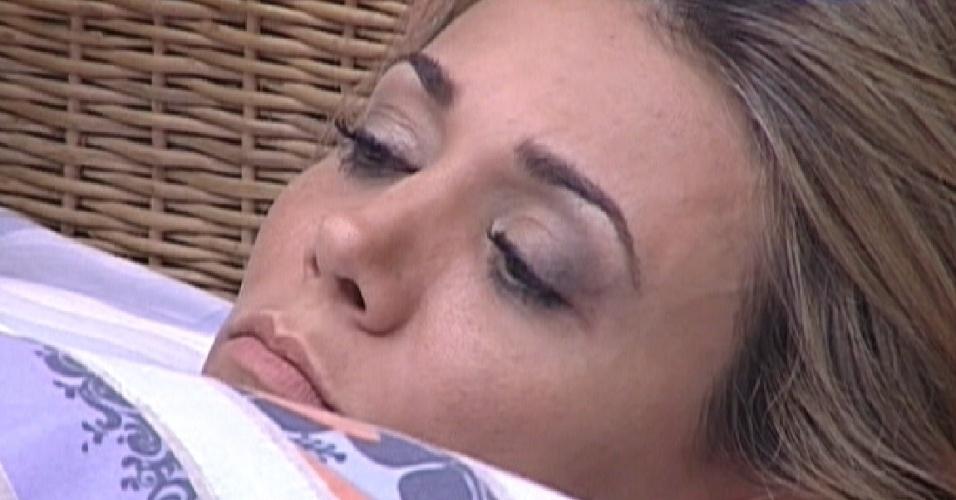 Sem explicar, Fabiana diz para Fael que se arrepende de alguns erros que cometeu (26/3/12)