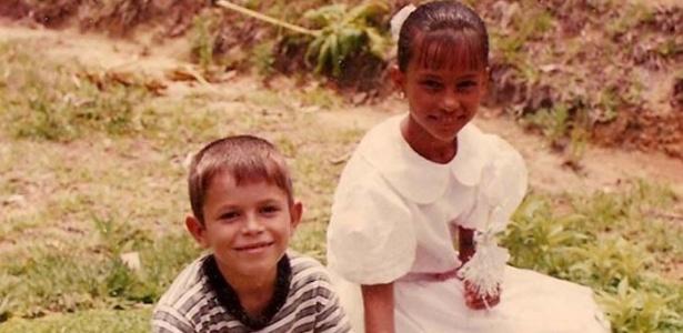 A ex-BBB Kelly e o irmão em fotos divulgadas pelo site oficial do