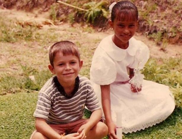 """A ex-BBB Kelly e o irmão em fotos divulgadas pelo site oficial do """"BBB12"""""""
