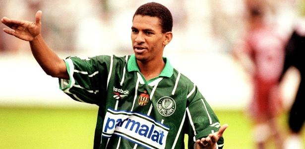 Djalminha popularizou a cobrança conhecida como 'cavadinha' jogando pelo Palmeiras