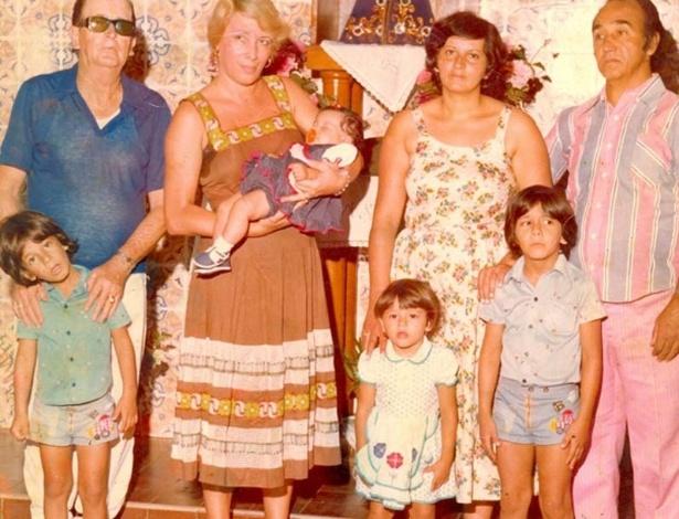 Em foto da família publicada no site oficial do