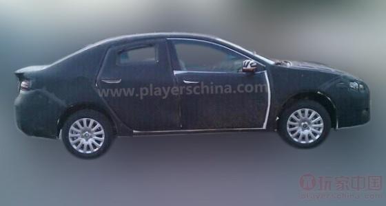 A imagem acima, do site PlayersChina.com, mostra flagra de um sedã médio feito pela Guangzhou Automobile Fiat para a China. O carro será apresentado no Salão de Pequim - PlayersChina.com/reprodução