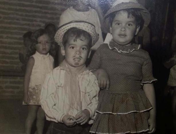 """Foto divulgada pelo site oficial do """"BBB12"""" mostra João Cavalho vestido de caipira na infância"""