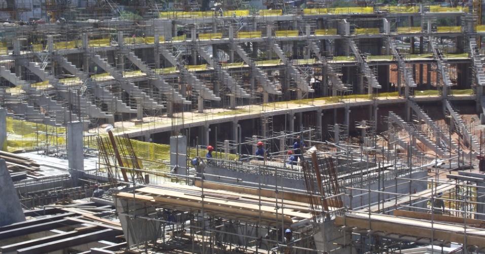 Imagem das futuras arquibancadas da Arena Fonte Nova, estádio que receberá a Copa do Mundo na Bahia