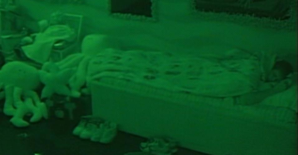 Os emparedados Jonas e Fael dormem no quarto Praia (26/3/12)