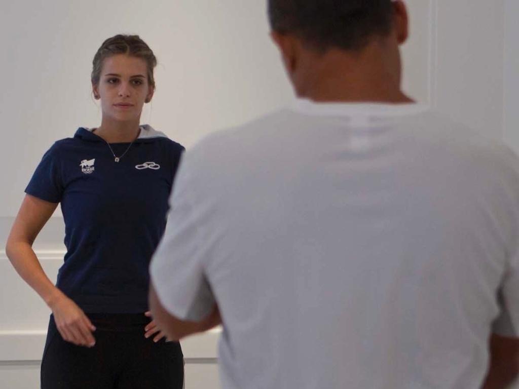 Além de musculação e natação, Luiza Almeida treina boxe para manter a forma no adestramento