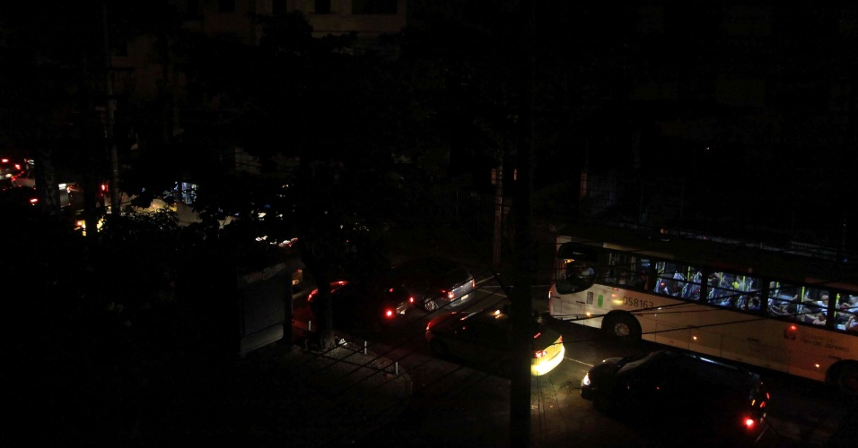 Apagão deixa diversos bairros e ruas da zona norte do Rio de Janeiro sem luz