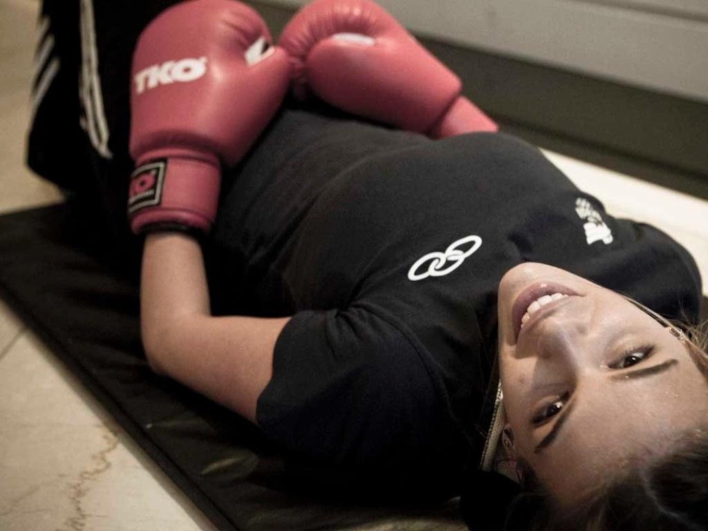 Detalhe do treino de boxe da amazona Luiza Almeida, que conta que seus cavalos têm ciúme de irmãos e namorado