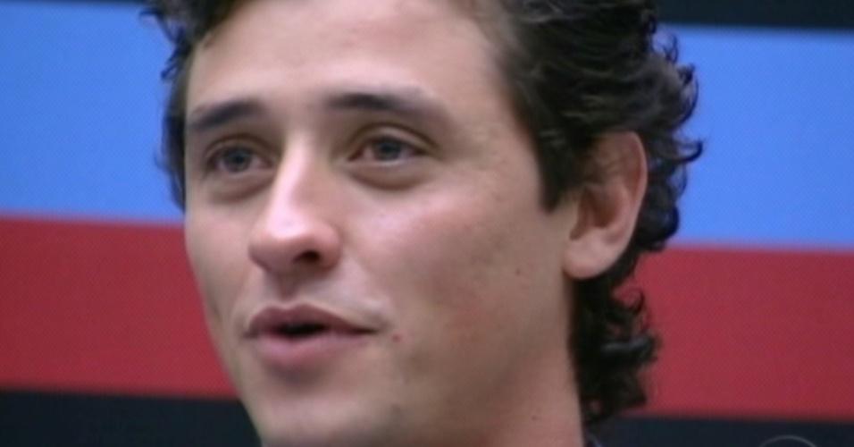 Durante programa ao vivo, Fael disse que deveria ganhar o prêmio por ser uma pessoa humilde (27/3/12)