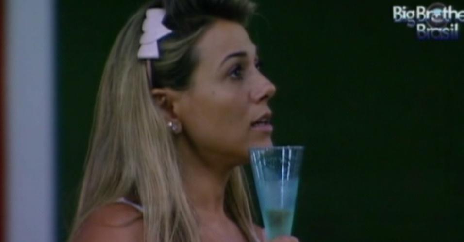 Fabiana brinda com Fael e diz que é um sonho estar na final (28/3/12)