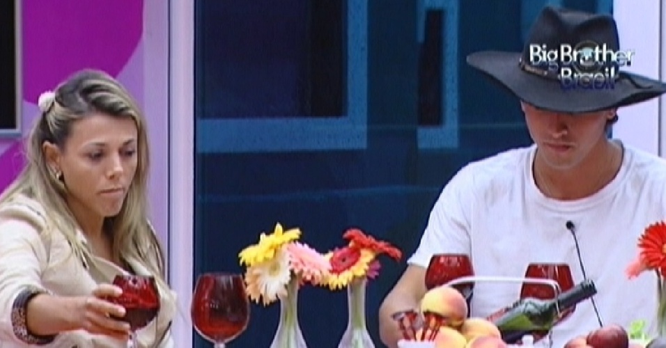 Fabiana e Fael aproveitam o almoço desta quarta-feira (28/3/12)