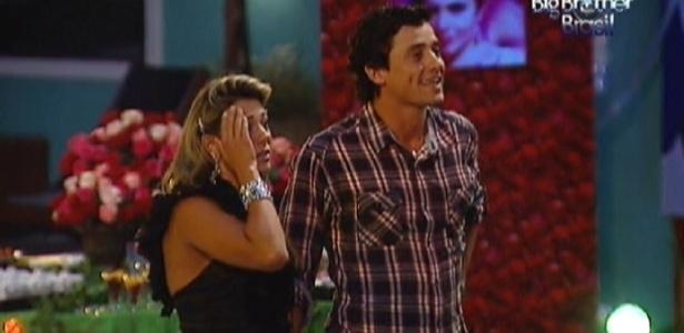 """Fabiana e Fael assistem a clipe com imagens do """"BBB12"""" durante a """"Festa das Festas"""" (28/3/12)"""