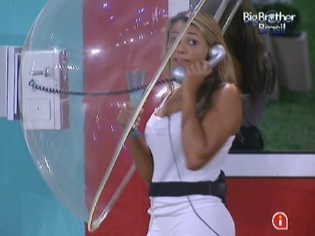 Fabiana realiza vontade e atende Big Fone de brincadeira (28/3/12)