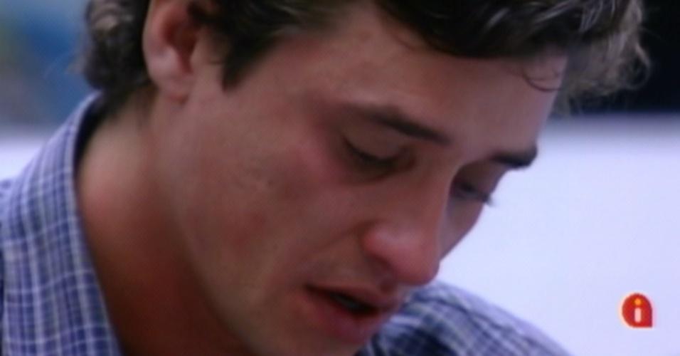 Fael chora na sala após voltar do último paredão (27/3/12)