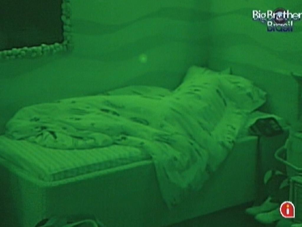 Fael dorme no quarto Praia (28/3/12)