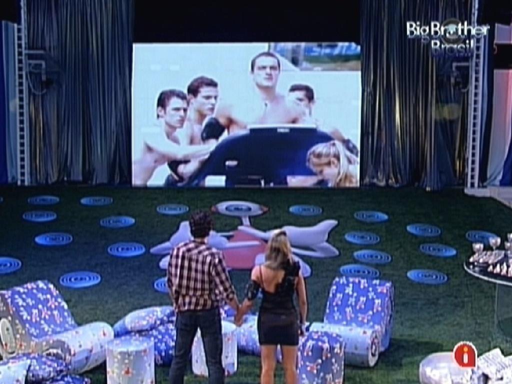 Fael e Fabiana assistem imagens dos ex-BBBs na última festa do programa (28/3/12)
