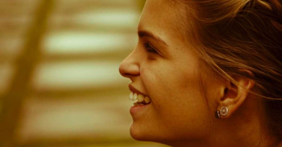 Luiza Almeida, cavaleira que vai à sua segunda Olimpíada, sorri durante entrevista