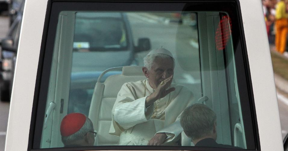 Papa Bento 16 se despede de cubanos com passeio em papamóvel até o aeroporto José Martí, em Havana, Cuba