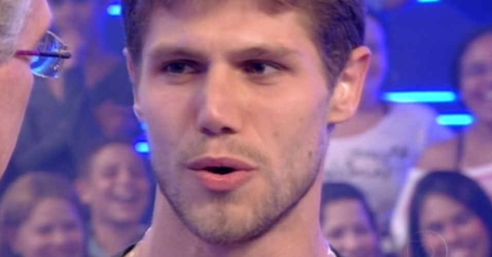 """Questionado por Bial, Jonas disse que Fael será o vencedor do """"BBB12"""" (27/3/12)"""