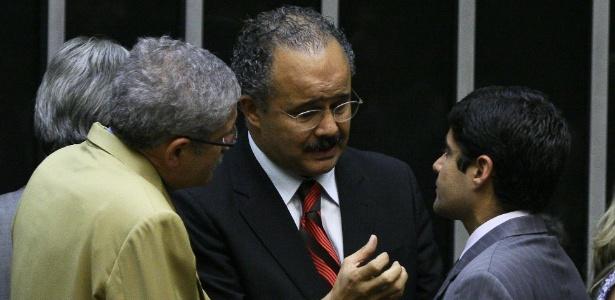 """Vicente Cândido (PT/SP), relator da Lei Geral (centro): """"Votamos a lei que é possível"""""""