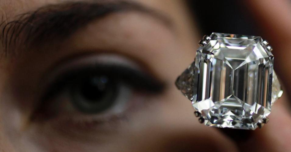 Anel de diamante com 34,05 quilates de corte-retangular para leilão na Christie, em Londres, no Reino Unido