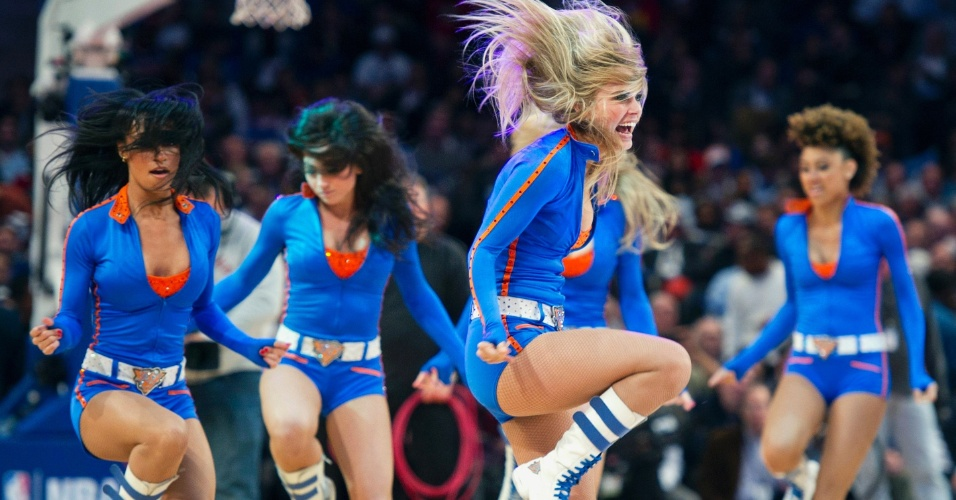 Cheerleader do New York Knicks faz apresentação em partida contra o Orlando Magic (28/03/12)
