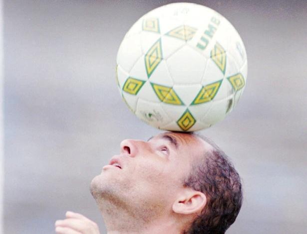 Ex-volante Dinho ficou marcado como ídolo da torcida do Grêmio