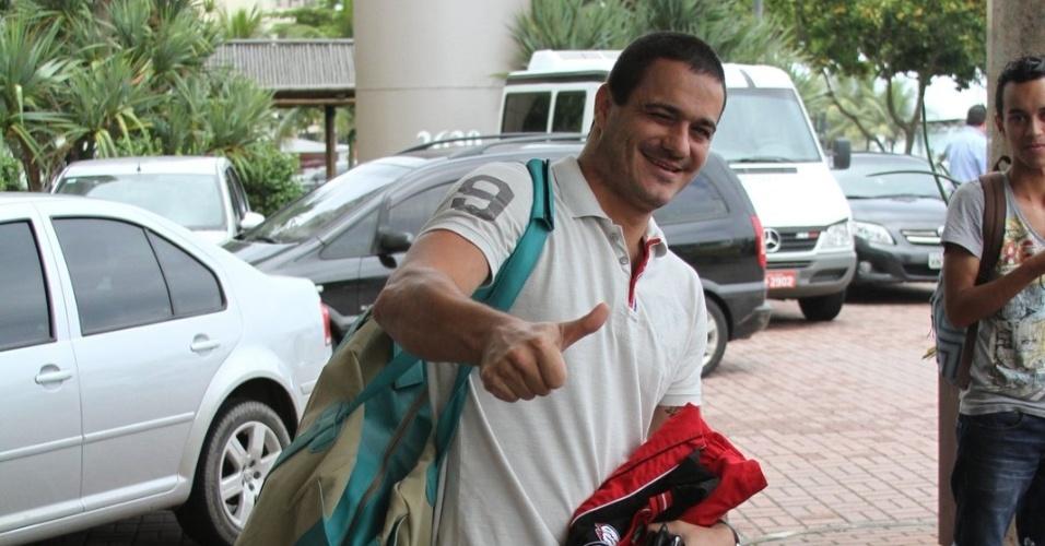 """Eliminado com maior índice de rejeição do """"BBB12"""" (92%), ex-BBB Rafa chega ao hotel no Rio de Janeiro para a final do reality show (29/3/12)"""