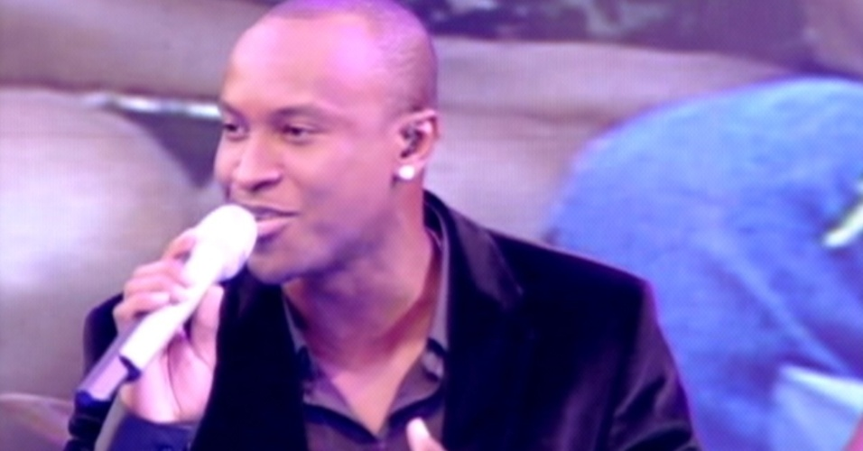 """Em sua carreira solo, Thiaguinho se apresenta na final do """"BBB12"""" (29/3/12)"""