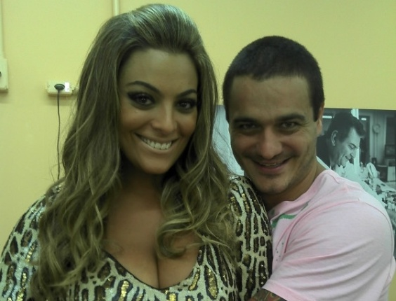 "Ex-BBB Rafa posta no Twitter ao lado de Monique nos bastidores da final do ""BBB12"" (29/3/12)"