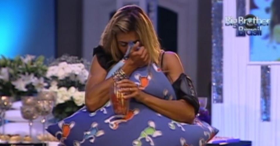 Fabiana chora durante a última festa do