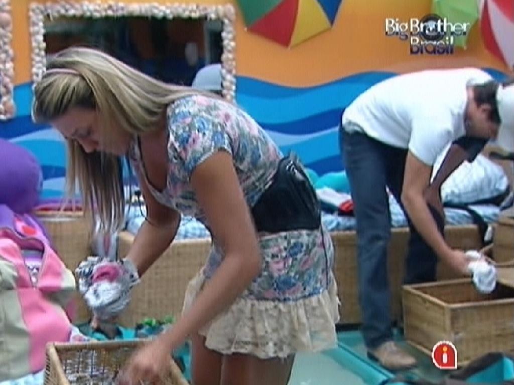 Fabiana fica emocionada ao começar a arrumar as malas no dia da final do