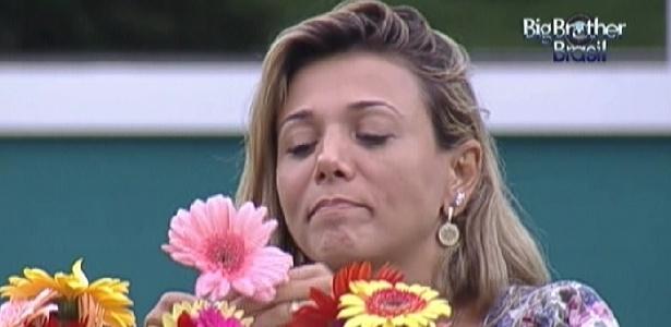 """Fabiana fica pensativa durante almoço com Fael no dia da final do """"BBB12"""" (29/3/12)"""