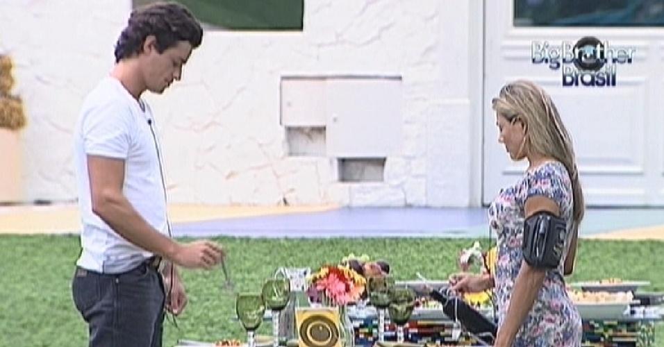 Fael e Fabiana aproveitam último almoço do reality show (29/3/12)