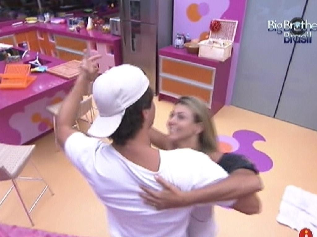 Fael e Fabiana dançam valsa na cozinha (29/3/12)