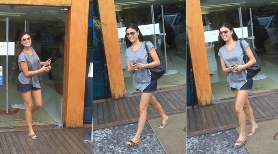 Isis Valverde deixa salão de beleza na zona oeste do Rio (29/3/2012)
