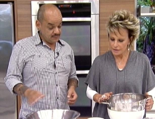 """João Carvalho ensina receita no """"Mais Você"""" (29/3/12)"""